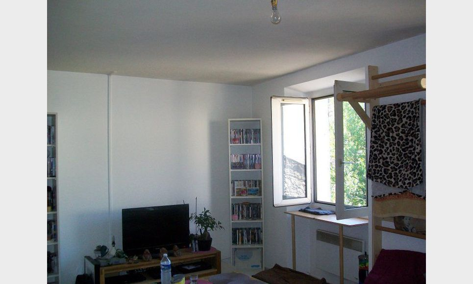 Appartement t2 st maximin location appartement saint for Garage fiat saint maximin la sainte baume