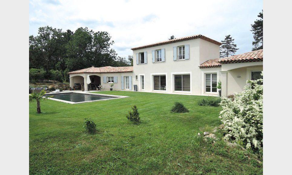 villa de 210 m2 avec 5200 m2 de terrain sur la commune de st vente maison villa saint. Black Bedroom Furniture Sets. Home Design Ideas