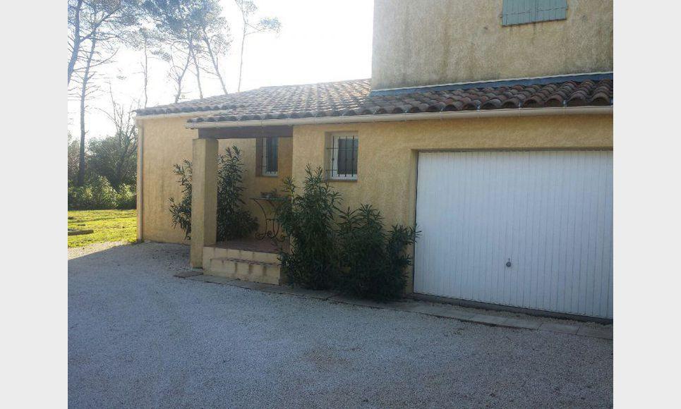 Villa t4 st maximin au calme avec terrain et garage for Garage peugeot st maximin